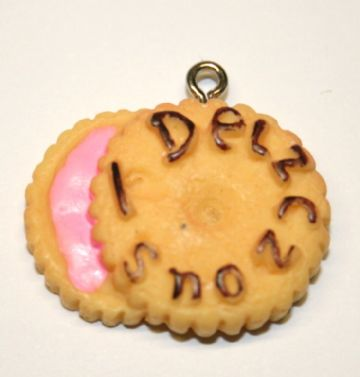 DELICIOUS BISCUIT FOOD CHARM 20MM X 25MM CHFD1051